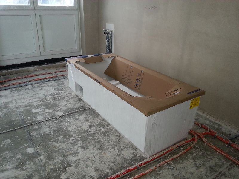 traumhaus von pierre und marilena d mmung und badewanne geliefert. Black Bedroom Furniture Sets. Home Design Ideas